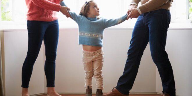 «Я их ненавижу!» Как помочь ребенку пережить развод родителей